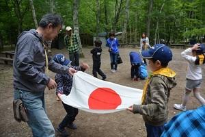 22-�E-1うさぎスカウト初めての国旗たたみの練習.JPG